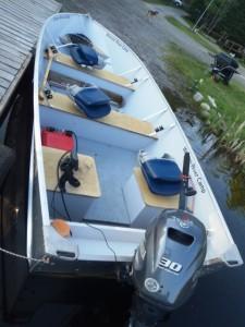 Deluxe 30 HP Fishing Boat Rental